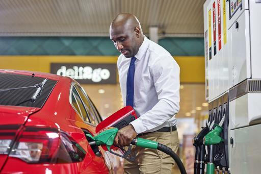 Shell Fuel savings, man filling his car with gas